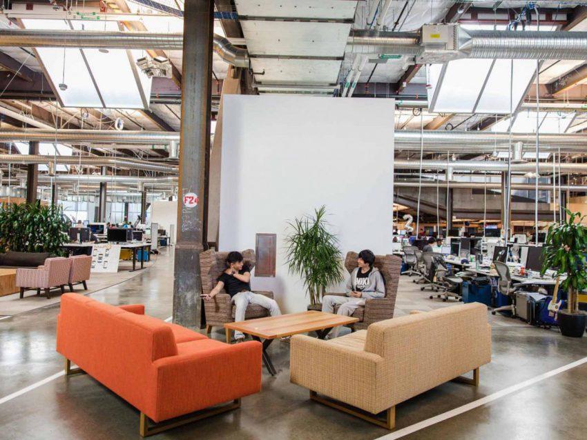 Espace de travail avec canapé
