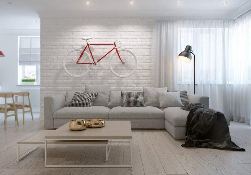 Intérieur minimaliste et scandinave avec vélo au mur