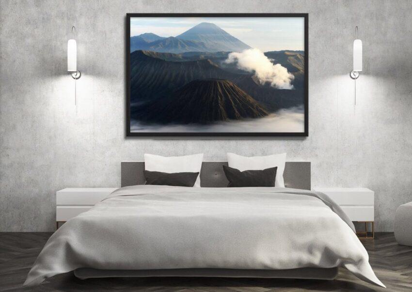 Un tableau au dessus du lit donne beaucoup de style dans la chambre